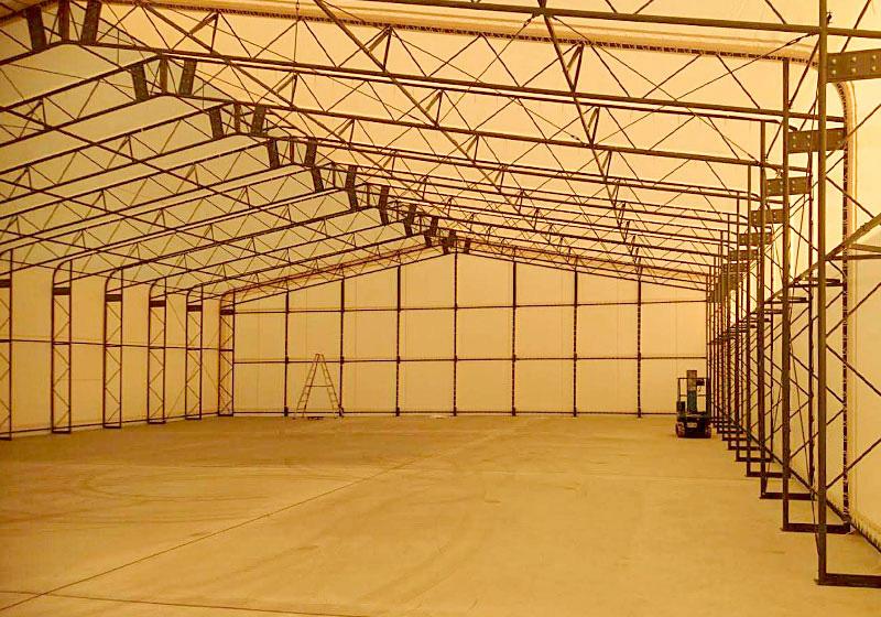 骨組みにテント取り付けることで、テント倉庫が完成します。