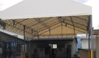 荷捌き場テントとして通路や作業空間を有効活用 ②